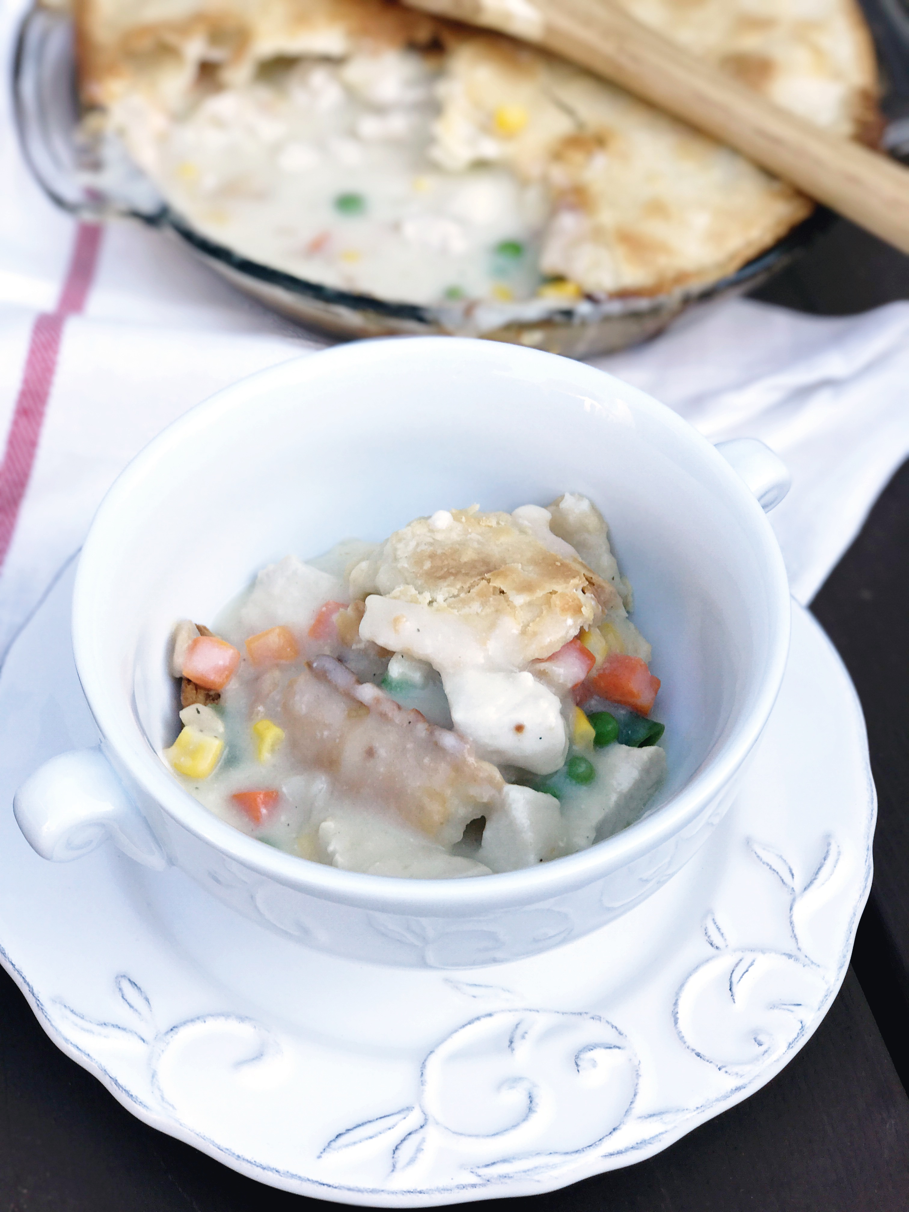 chicken and vegetable pot pie that's homemade